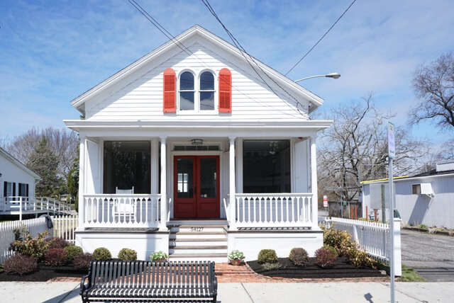 Single Family for Sale at 54127 Main Rd Southold, New York 11971 United States