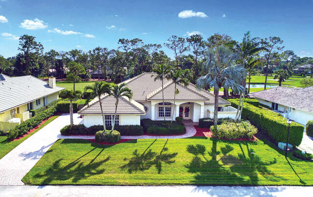 Single Family for Sale at 7 Berwick Road Palm Beach Gardens, Florida 33418 United States