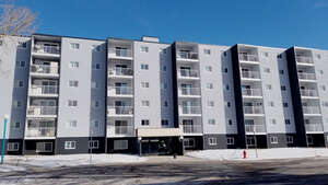 Featured Property in Regina, SK S4R 7M3