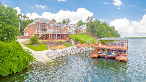 Single Family for Sale at 12004 Oak Cove Ln Soddy Daisy, Tennessee 37379 United States
