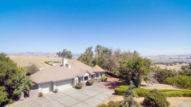 Single Family for Sale at 7 Cloud Lane Petaluma, California 94952 United States