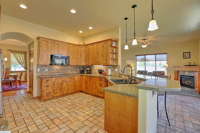 Single Family for Sale at 77404 S Badger Meadow Dr. Kennewick, Washington 99338 United States