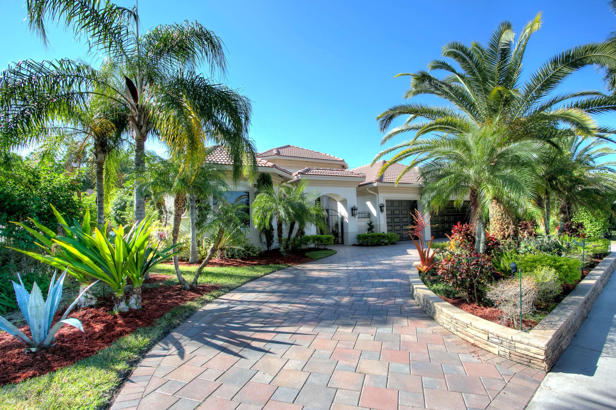 Single Family for Sale at 500 Hawks Landing Circle Plantation, Florida 33324 United States