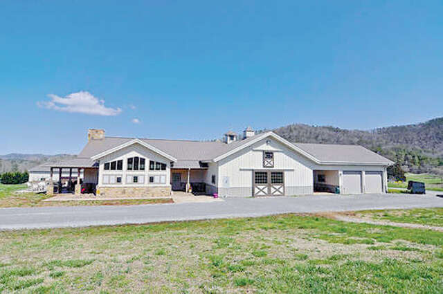 Additional photo for property listing at 725 Dry Valley Rd  Townsend, Tennessee 37882 United States