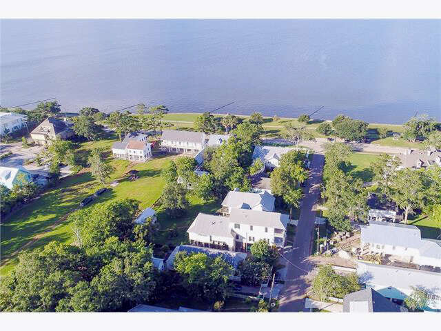 Single Family for Sale at 129 Carroll St Mandeville, Louisiana 70448 United States
