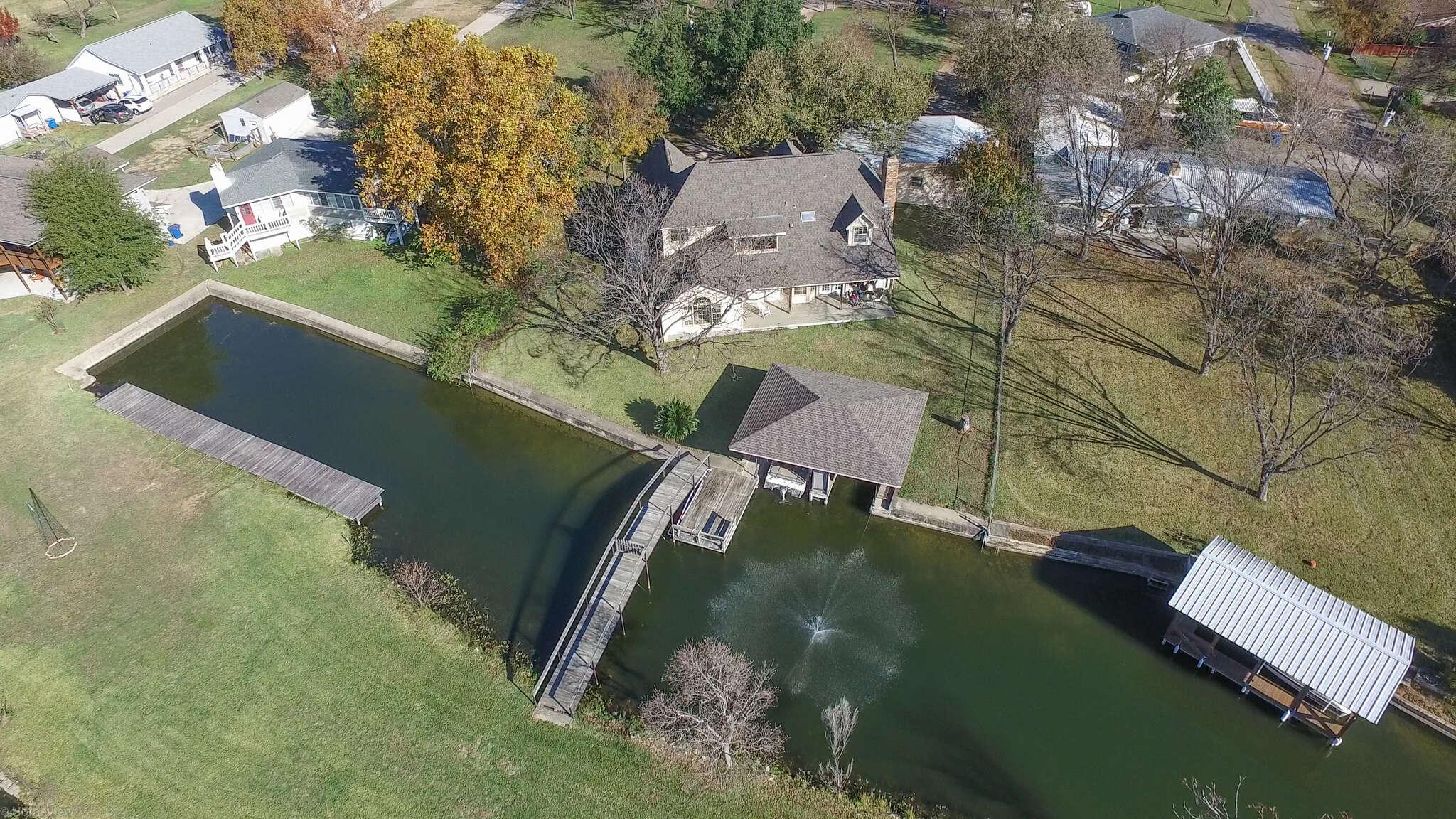 Single Family for Sale at 524 E Castleshoals Granite Shoals, Texas 78654 United States