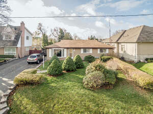 Featured Property in Oakville, ON L6L 2R1