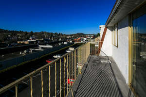 Featured Property in Victoria, BC V8P 4K7