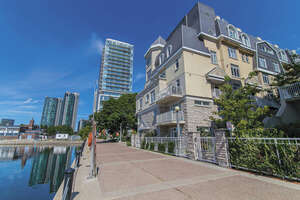 Featured Property in Toronto, ON M5V 3P4