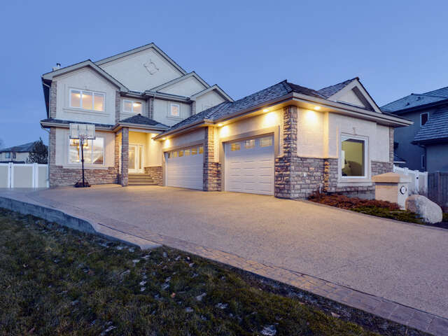 Featured Property in SHERWOOD PARK, AB, T8B 1C9