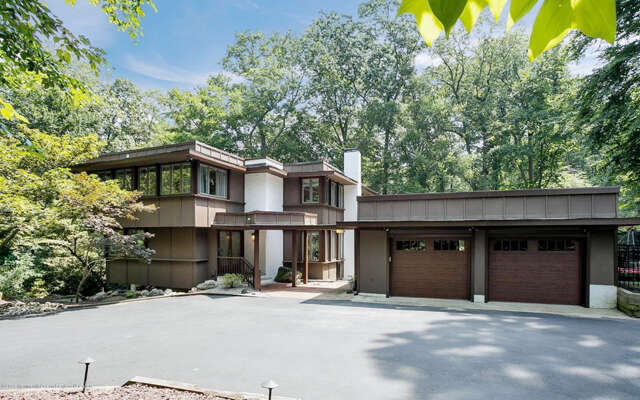 Single Family for Sale at 3 Crossbrook Court Holmdel, New Jersey 07733 United States