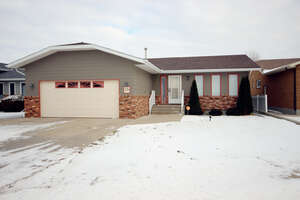 Featured Property in Moose Jaw, SK S6J 1E7