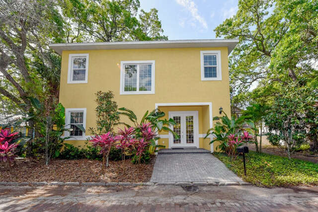 Single Family for Sale at 1830 Hawkins Court Sarasota, Florida 34236 United States