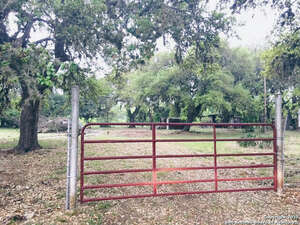 Featured Property in Bandera, TX 78003