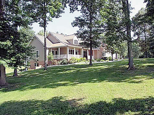 Single Family for Sale at 734 Ridgetop Dr Jamestown, Tennessee 38556 United States