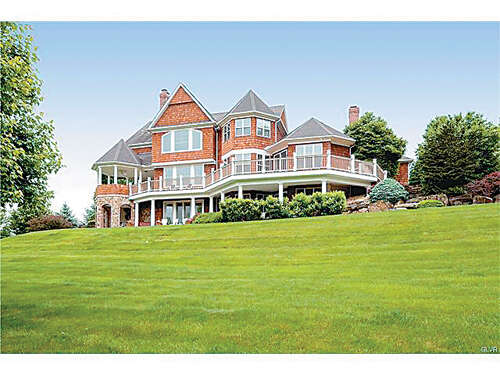 Single Family for Sale at 1516 Bette Lane Hellertown, Pennsylvania 18055 United States