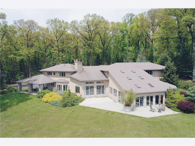Single Family for Sale at 2080 Springtown Hill Road Hellertown, Pennsylvania 18055 United States