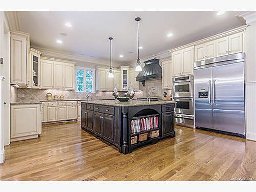 Single Family for Sale at 13800 Claysparrow Road Charlotte, North Carolina 28278 United States
