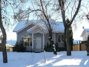 Featured Property in Ponoka, AB T4J 1L8
