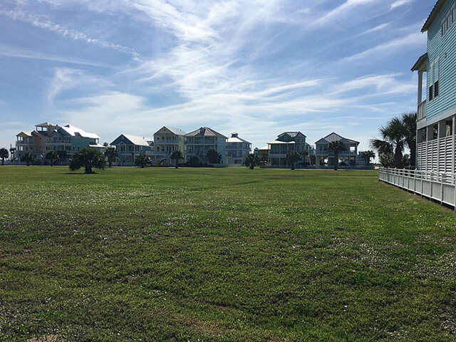 Featured Property in GALVESTON, TX, 77554