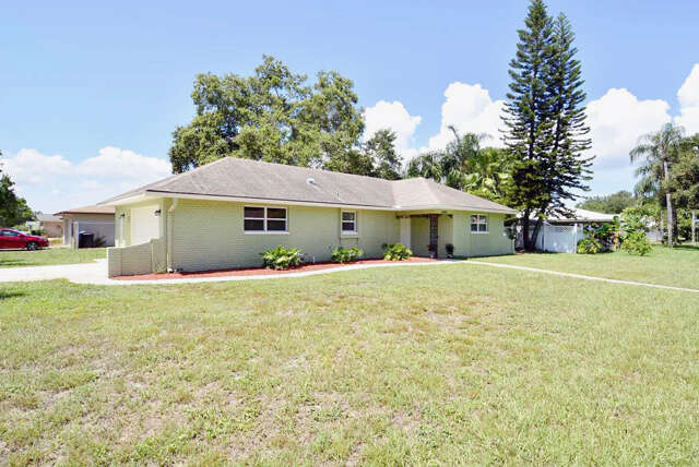 Featured Property in CLEARWATER, FL, 33764
