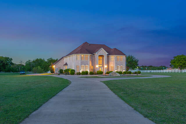 Single Family for Sale at 120 Ranchway Drive Burleson, Texas 76028 United States