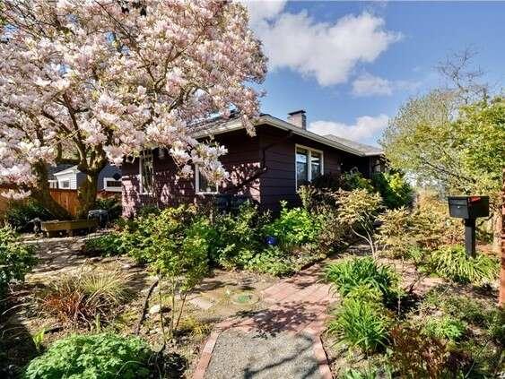 Single Family for Sale at 561 NE 92nd St. Seattle, Washington 98115 United States