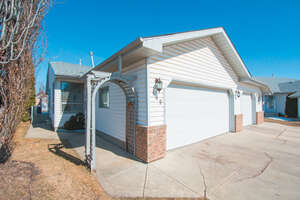 Featured Property in Red Deer, AB T4R 3P6