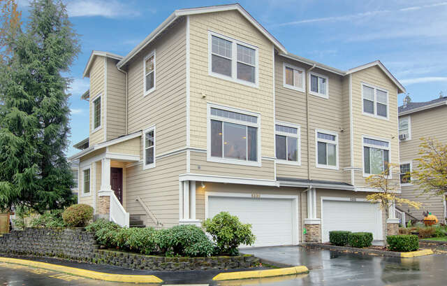 Featured Property in KIRKLAND, WA, 98034