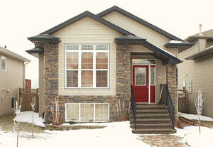 Featured Property in Sylvan Lake, AB T4S 2L6