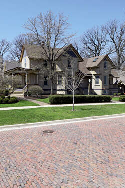 Featured Property in DOWNERS GROVE, IL, 60515