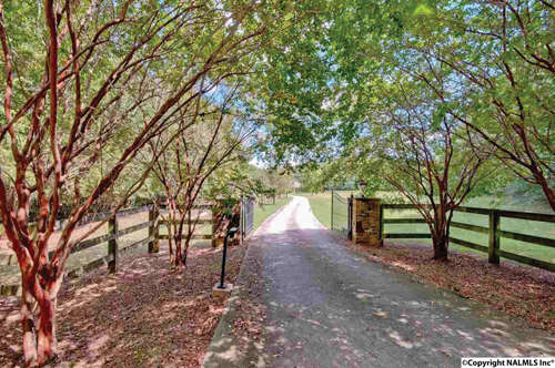 Single Family for Sale at 749 Old Big Cove Road Owens Cross Roads, Alabama 35763 United States