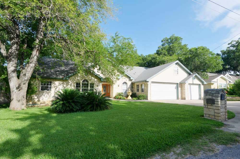 Single Family for Sale at 124 Bridgepoint Kingsland, Texas 78639 United States