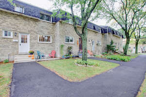 Featured Property in Hamilton, ON L9B 1R6