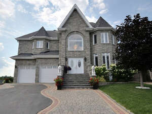 Featured Property in Gatineau, QC J8V 3T9