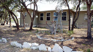 Featured Property in Rocksprings, TX 78880