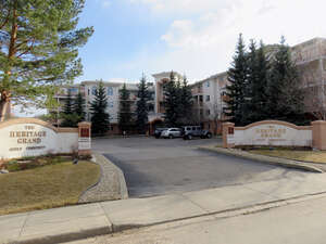 Featured Property in Edmonton, AB T6J 6X2