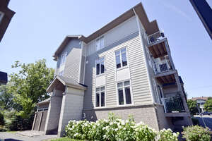 Featured Property in Ottawa, ON K1G 4E3