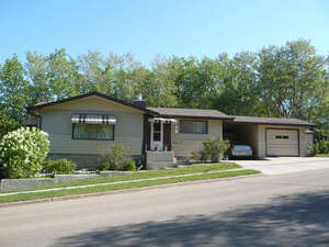 Featured Property in Ponoka, AB T4J 1C2