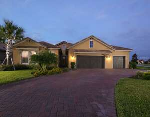 Featured Property in Bradenton, FL 34211