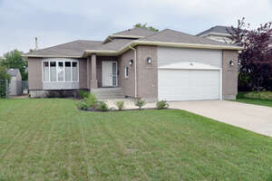 Featured Property in Winnipeg, MB R2J 2X6
