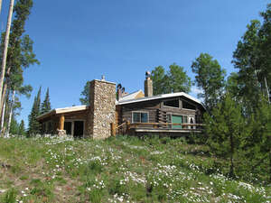 Featured Property in Saratoga, WY 82331