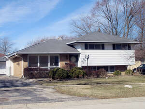 Featured Property in Des Plaines, IL 60016