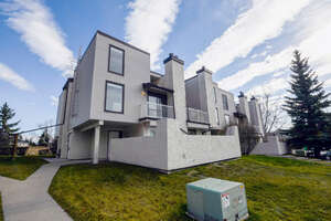 Featured Property in Calgary, AB T2W 2P2