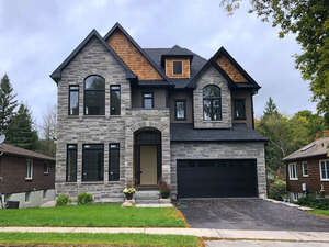 Featured Property in Newmarket, ON L3Y 2S7